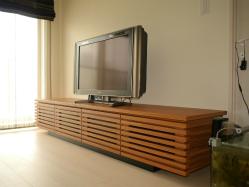 太めの格子タイプのテレビボード