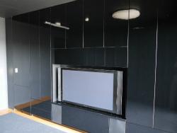 真っ黒い大型壁面収納テレビボード