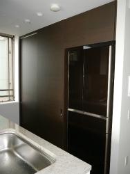 引き戸タイプ。スライド扉の食器棚。家電を隠したいお客様にお薦め。
