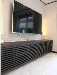 格子扉仕様のテレビボード。