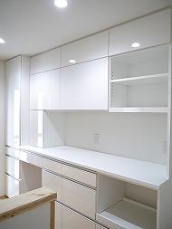 町田市の大型白鏡面タイプの食器棚